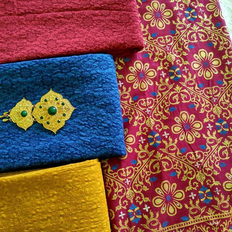 kain batik prada motif bunga kecil