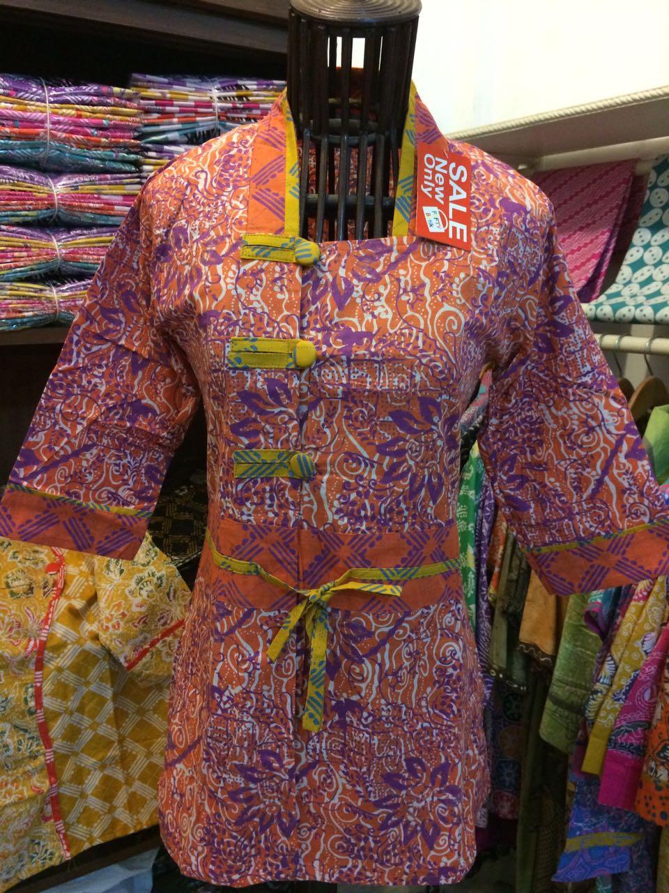 contoh batik wanita model blus batik