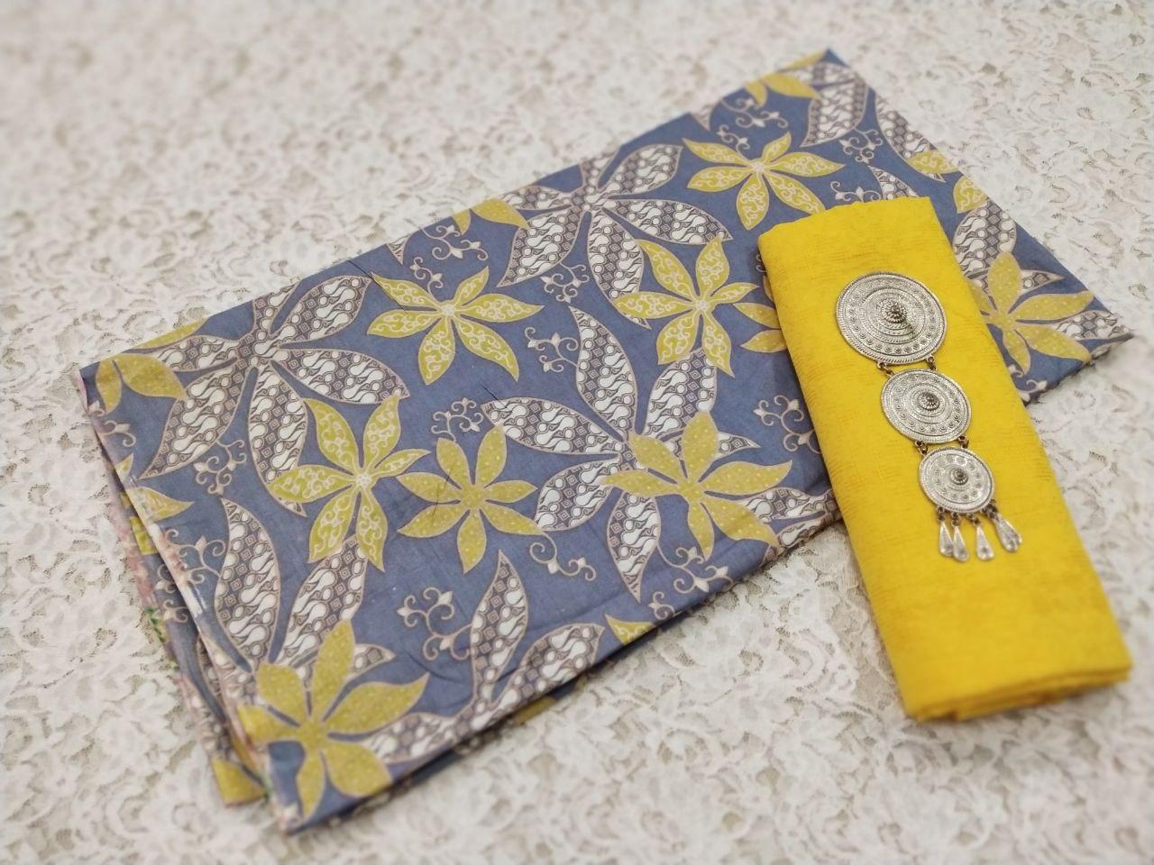 batik  motif bunga warna gelap