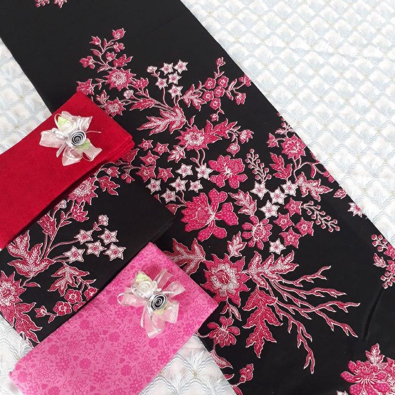batik motif bunga warna dasar hitam